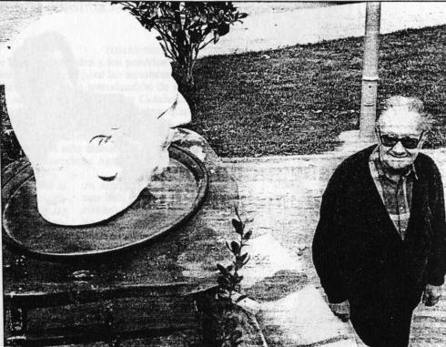 Brossa al parc del Besós el dia que la peça hi fou muntada (11 de juny de 1995). Foto: Glòria Matamala.